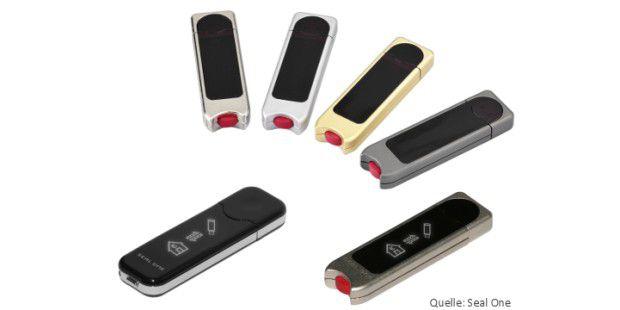 Der USB-Stick zeigt die Transaktionsdaten an, die derBank-Server verschlüsselt sendet.