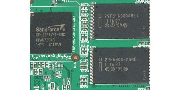 SSD-Controller und Flashspeicher der Adata S511120GB