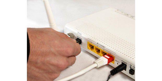 wlan router firmware update schritt f r schritt l cken schlie en wlan wifi bluetooth. Black Bedroom Furniture Sets. Home Design Ideas