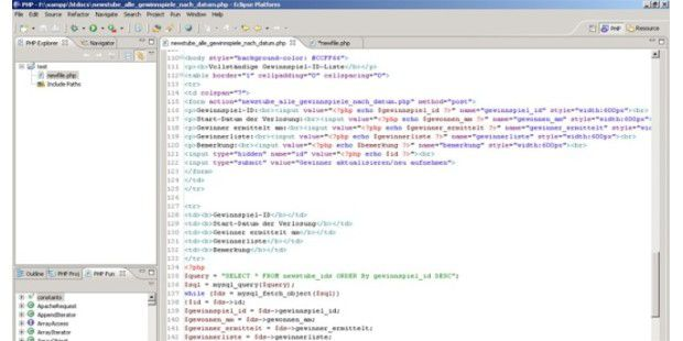 Code wird farblich hervorgehoben, geöffnete Klammernautomatisch geschlossen