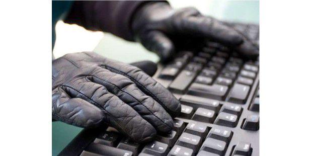 """Ein genialer Hacker braucht nur Tastatur, Verstand und 60Sekunden. Dann ist er """"drin"""" - das klappt aber nur imFilm."""