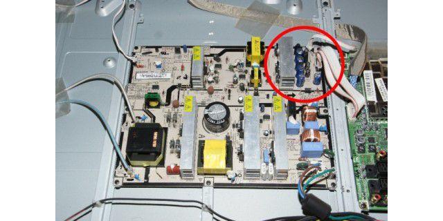 bilder samsung tv reparieren bild f r bild pc welt. Black Bedroom Furniture Sets. Home Design Ideas