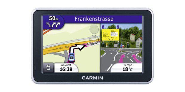 Das Garmin nüvi 2460 LMT zeigt an Abzweigungengleichzeitig Vorschaubild und Routenführung.