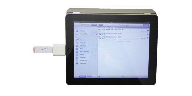 Über das Camera Connection Kit von Apple können Sie auchUSB-Sticks an das iPad anschließen