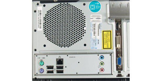 Karge Schnittstellen-Ausstattung: Rückseite des Aldi-PCMedion Akoya E2305 D