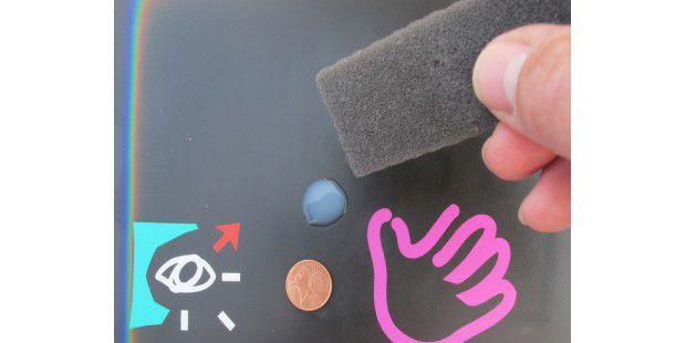 Ein 2-Cent-Stück-großer Klecks Silikon-Emulsion reicht fürdie Gleitbeschichtung eines Maus-Pads.