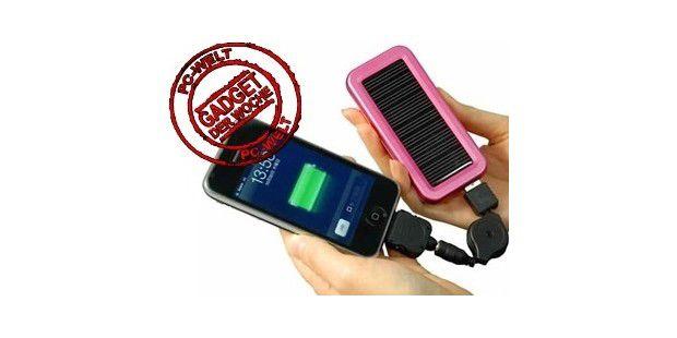 Lädt auch das iPhone: iCharge ECO DX Solar Panel (rechts).