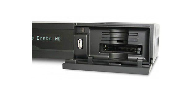 Der Vantage VT-100S bietet Steckplätze für eine Abokartevon Bezahlsendern und für zwei Entschlüsselungsmodule.