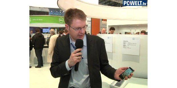 PC-WELT-Redakteur Daniel Behrens am Stand von Dell