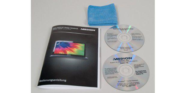 Im Karton des Aldi-Notebooks: Windows-Recovery-DVD,Software-DVD und ein ausführliches Handbuch