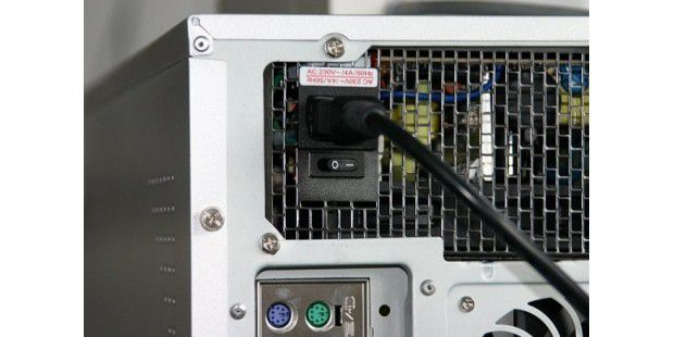 """Das Umweltbundesamt befasst sich regelmäßig mit dem Verbrauch vermeintlich ausgeschalteter Geräte. In einer Presseerklärung heißt es etwa, dass durch so genannte Leerlaufverluste bundesweit über 3,5 Milliarden Euro nutzlos verschwendet werden. Offizielle Informationsblätter des Umweltbundesamts wie """"Klimaschutz durch Minderung von Leerlaufverlusten bei Elektrogeräten"""" finden Sie unter www.umweltbundesamt.de/"""