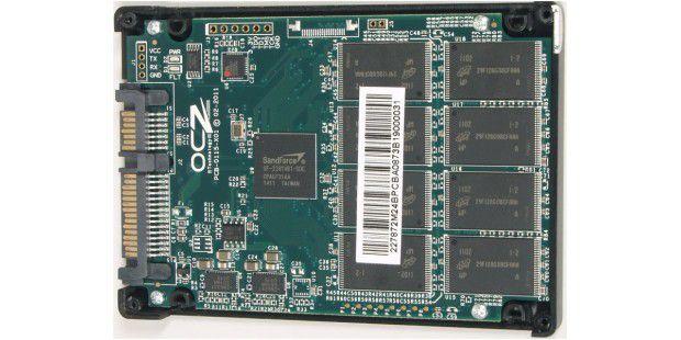 Vorderseite der SSD-Platine der OCZ Agility 3 Series240GB