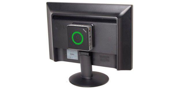 Aufgeräumt und Platzsparend: Zotac Zbox Nano AD10 Plus inder VESA-Montage