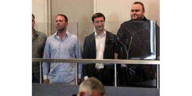 Kim Schmitz (rechts) vor Gericht