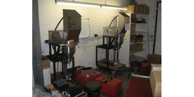 An diesen Geräten wurden Patronen mit minderwertiger Tinte wiederbefüllt, die später als Originalware in Umlauf gebracht wurden.