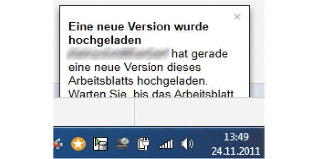 Google Docs informiert, wenn jemand anders eine bei Ihnenoffene Datei bearbeitet und aktualisiert.