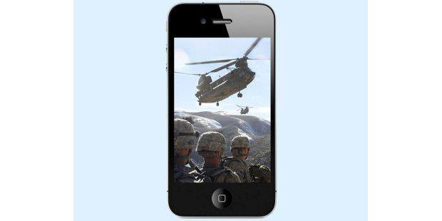 Das iPhone als Reportage-Werkzeug. (Quelle: Mary L.Gonzalez, US Army, Public Domain)