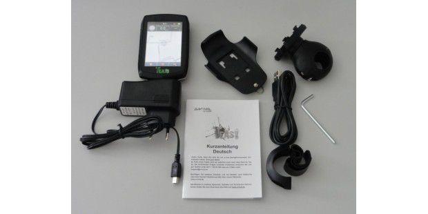 Viel Zubehör trotz günstigem Preis: Zum Teasi One gehöreneine Fahrradhalterung für den Lenker, Ladegerät, USB-Kabel,Kurzanleitung und Montagewerkzeug.