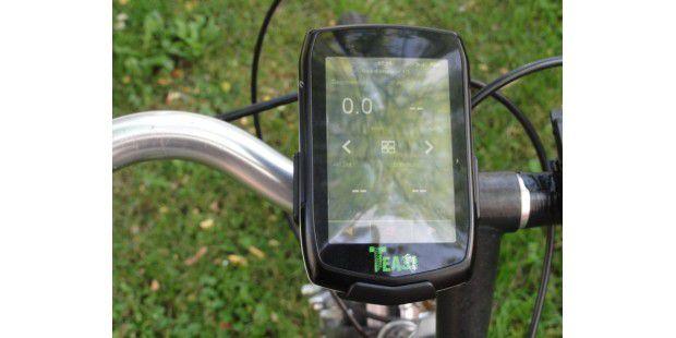 Das Display des Fahrrad-Navis Teasi One spiegelt stark.Hier im Schatten ist noch halbwegs etwas zu erkennen, beiSonnenlicht sieht man kaum noch etwas.