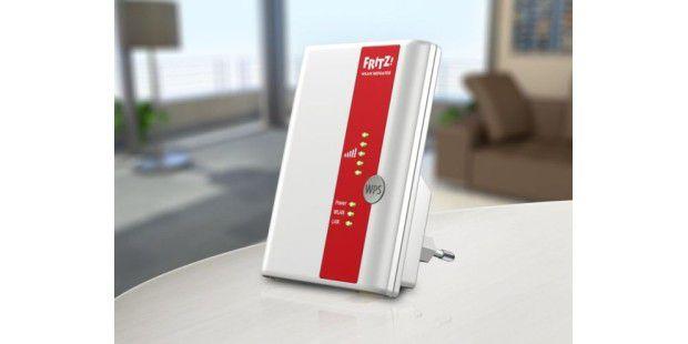 Ein Repeater wie dieser vom Fritzbox-Hersteller AVM ist eine Möglichkeit, die Reichweite des alten WLAN-Routers zu erhöhen.
