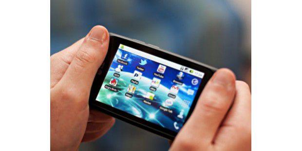Mit den richtigen Apps lassen sich auch Android-4-Funktionen nachrüsten.