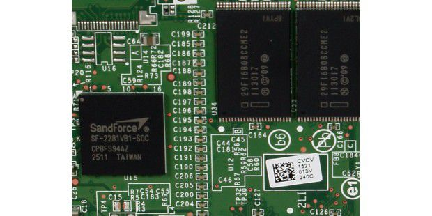 Überraschung: Auch Intel setzt bei der SSD 520 Series nunauf den überlegenen Sandforce-2281-Controller.