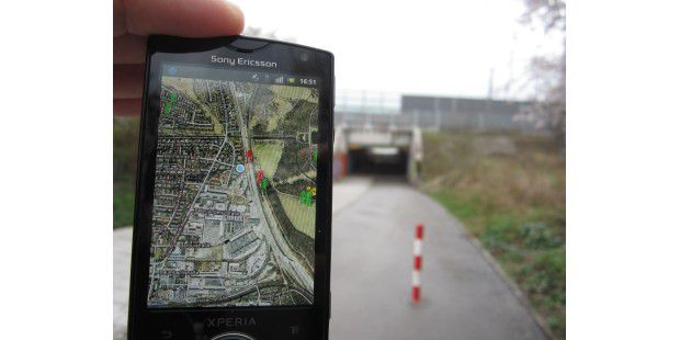Es ist nicht gerade bequem, das Handy beim Laufen immer imBlick zu behalten.