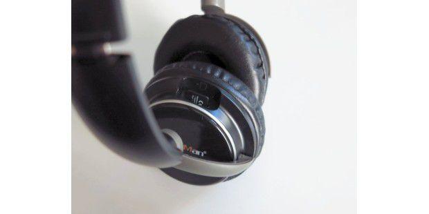 Die Besonderheit des Technaxx Music Man Bass Head ist derintegrierte MP3-Player, der über einen Micro-SD-Slot versorgtwird.