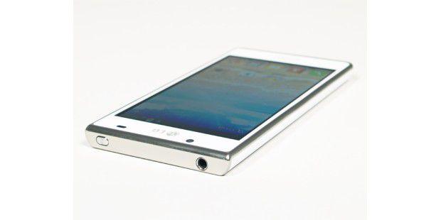 LG Optimus L7 mit 4,3 Zoll großem TFT-Display.