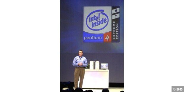 Louis Burns, Vice President und General Manager von Intels Desktop Platform Group, präsentiert auf dem Intel Developer Forum in San Jose das Konzept hinter dem Pentium 4 in der Extreme Edition.
