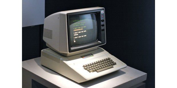 1977: Apple II © Marcin Wichary