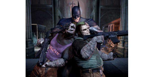 Batman versteht sich vor allem auf den Einsatz seiner Fäuste – sehr zum Leidwesen dieser beiden Schergen hier.