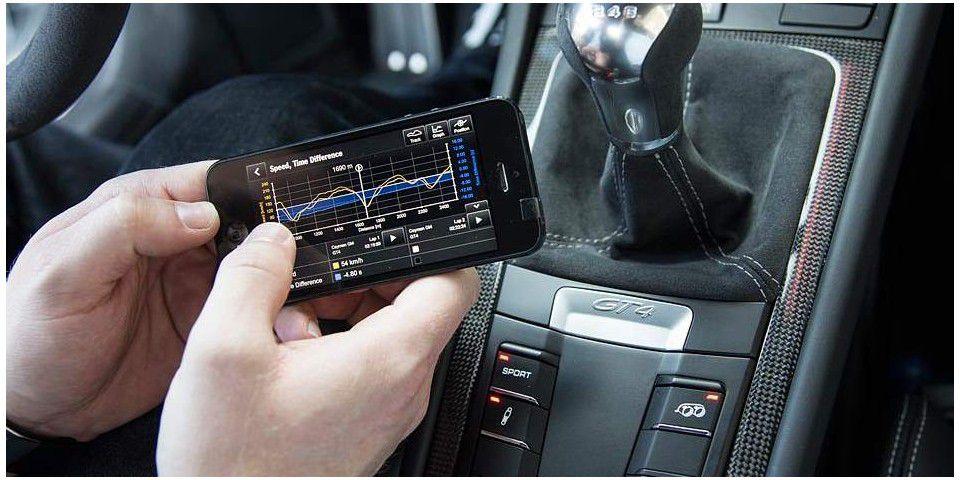 Geschwindigkeits- und Zeitanzeige der Porsche Track Precision App