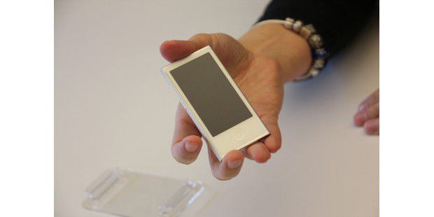 iPod Nano 7G in der Hand
