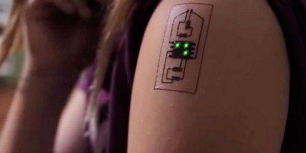 Tattoo als Gesundheitstracker überwacht den Herzschlag