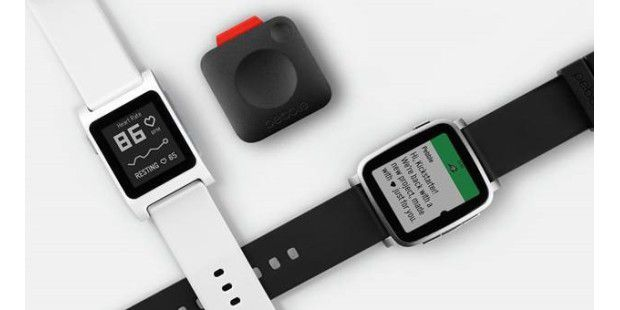 Die neue Pebble 2 (links), Pebble Core (mitte) und Pebble Time 2 (rechts)
