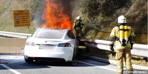 Oberland: Elektroauto geht in Flammen auf
