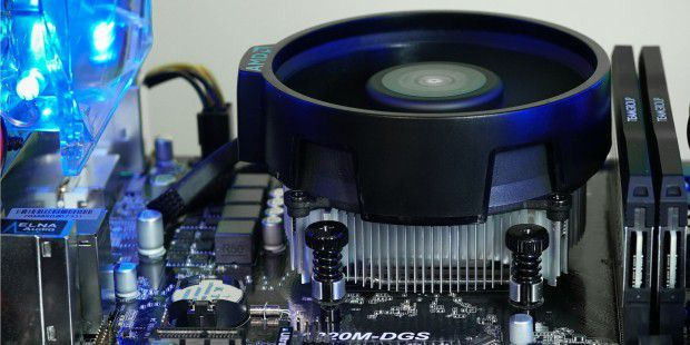 Der CPU-Kühler AMD Wraith Stealth in Aktion im PC-WELT Gaming-PC Xtreme Value.