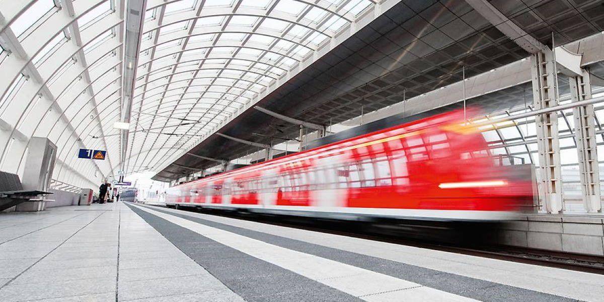 Bahn-App warnt vor vollen Zügen und stoppt Buchung